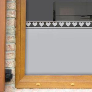 Fensterfolie mit Herzenbordüren