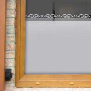 Fensterfolie mit antiker Bordüre