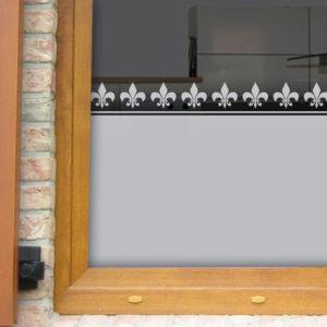 Fensterfolie mit Lilienbordüren