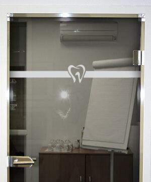 Glastürkennzeichnung für Praxen