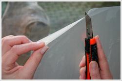 Folie mit Cutter einschneiden