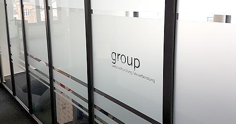 Sichtschutzfolie für Büro mit Logo